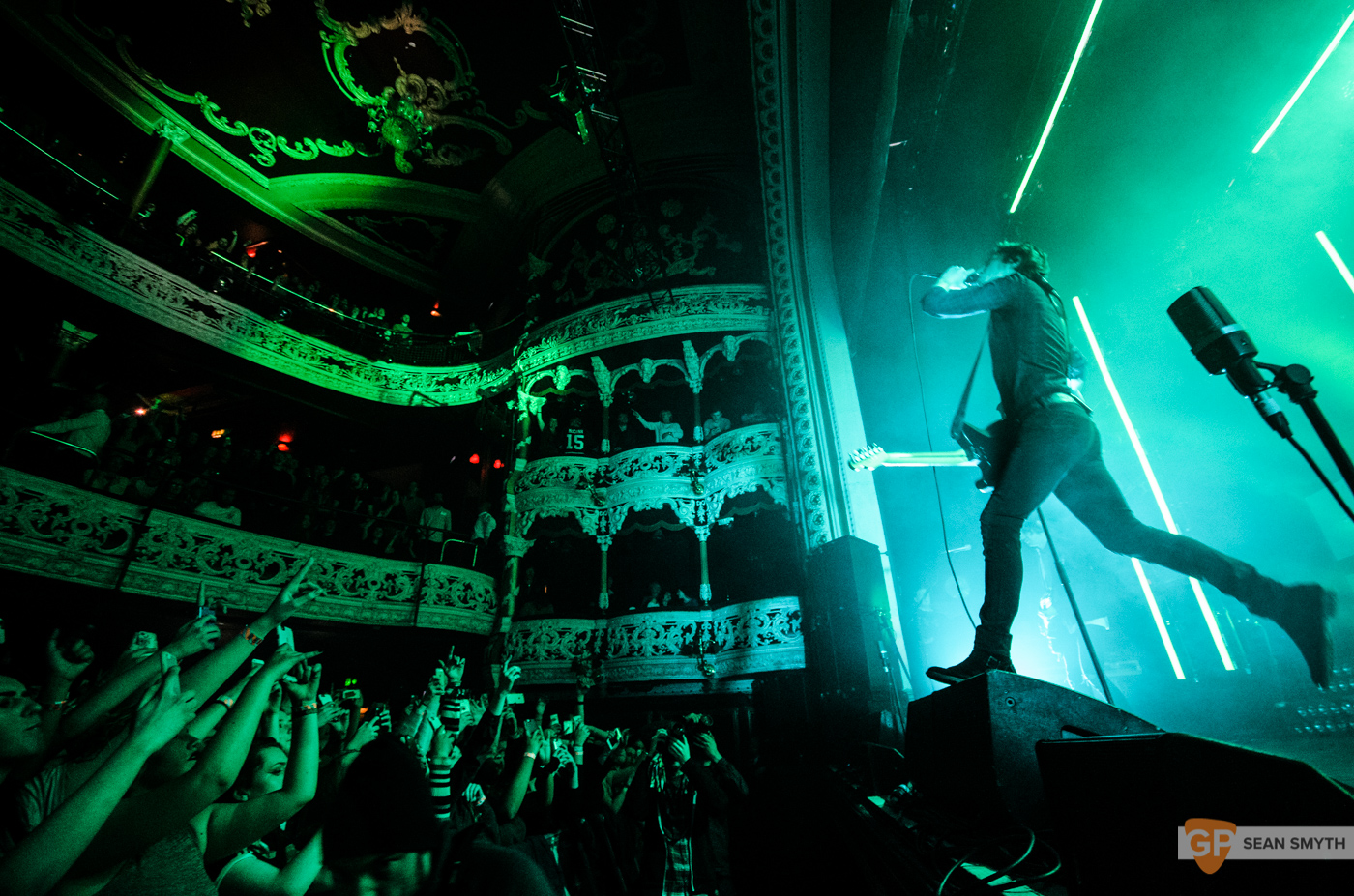 catfish-and-the-bottlemen-at-the-olympia-theatre-by-sean-smyth-20-11-16-22-of-27